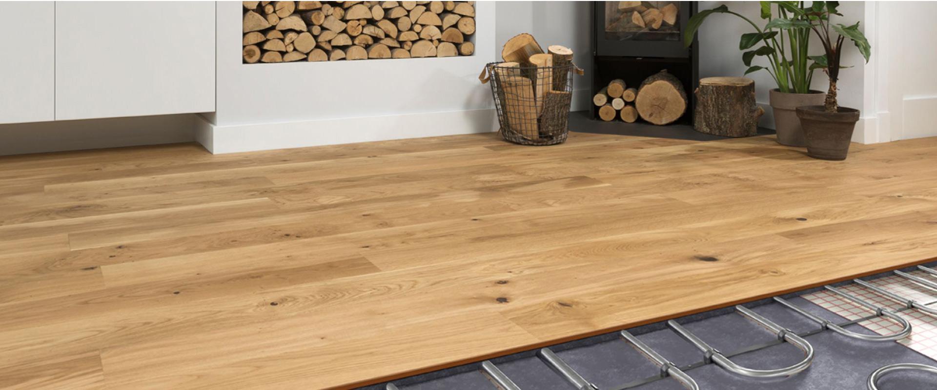 Vloerkoeling met een houten vloer van Vloerenland